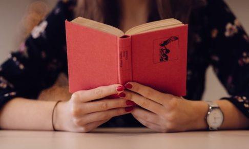 プログラミングの本を読む人